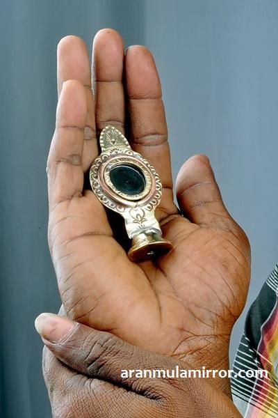 Aranmula Kannadi Small
